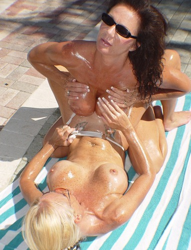 daeuxma-in-hot-lesbian-action