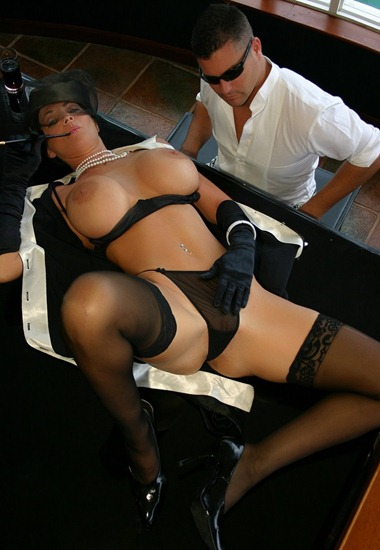deauxma-stripping-on-the-piano