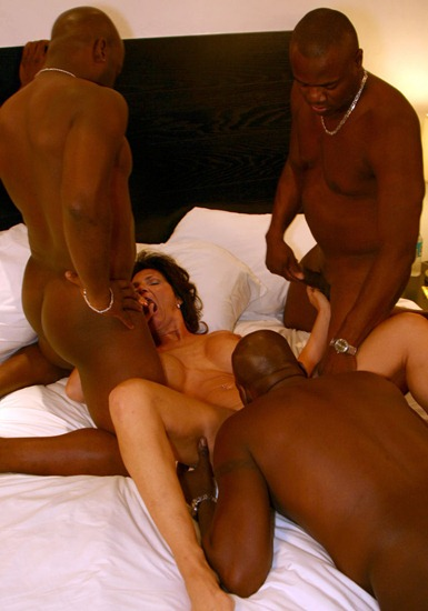 deauxma-sucking-three-black-cocks
