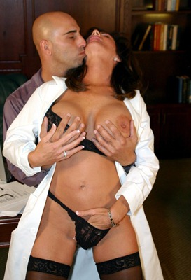 horny-doctor-deauxma-gets-fucked-hard