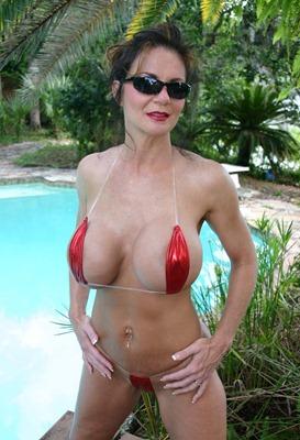 hot-deauxma-wearing-tiny-bikini