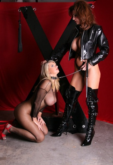 kinky-mistress-deauxma-and-her-slave