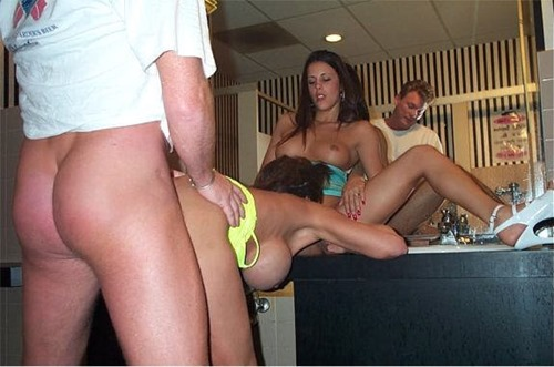 deauxma-fucking-in-the-toilet