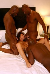 deauxma-sucking-three-cocks